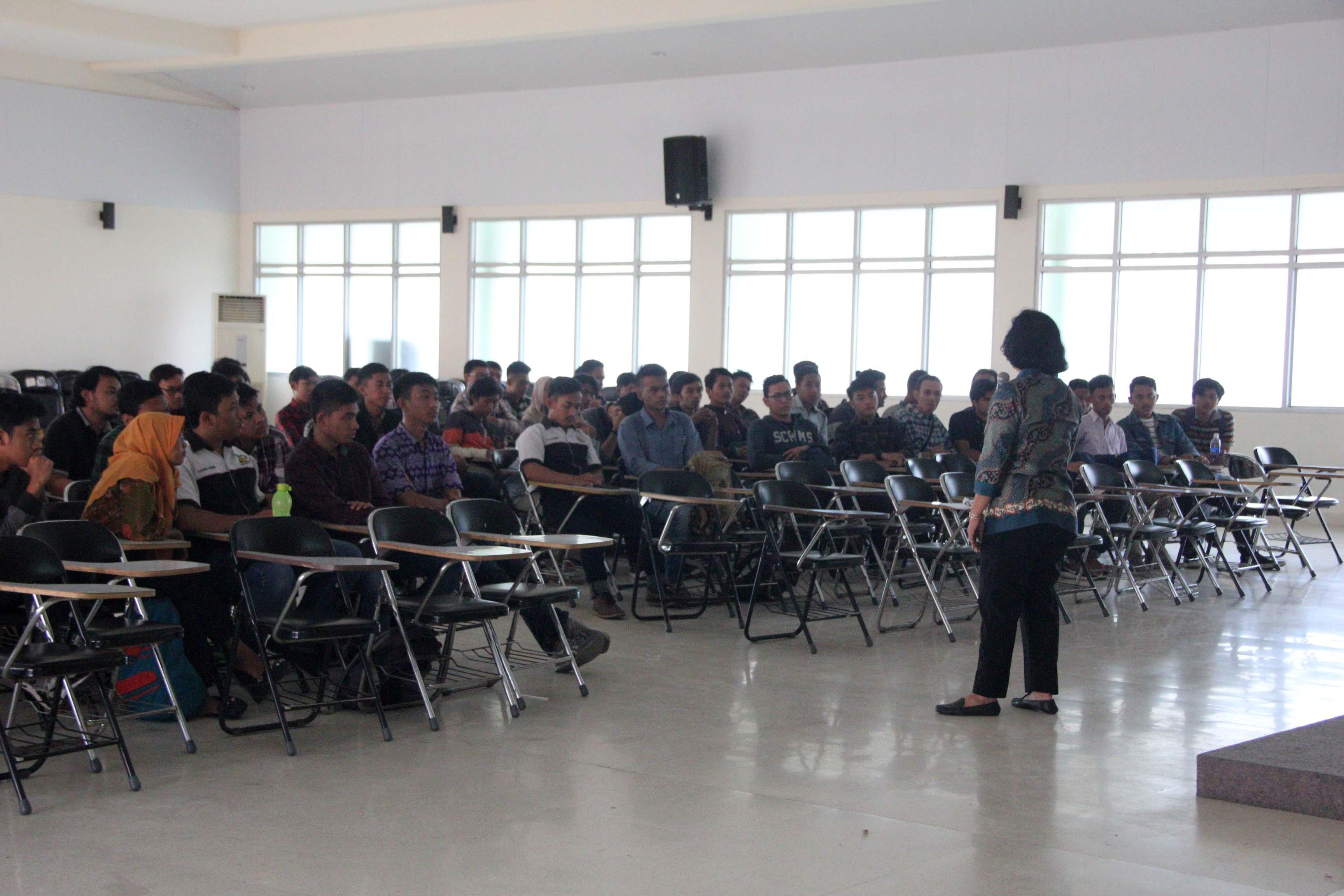 Technical meeting kunjungan pabrik jurusan teknik industri IST AKPRIND dipandu oleh Ir. Risma A Simanjuntak,MT