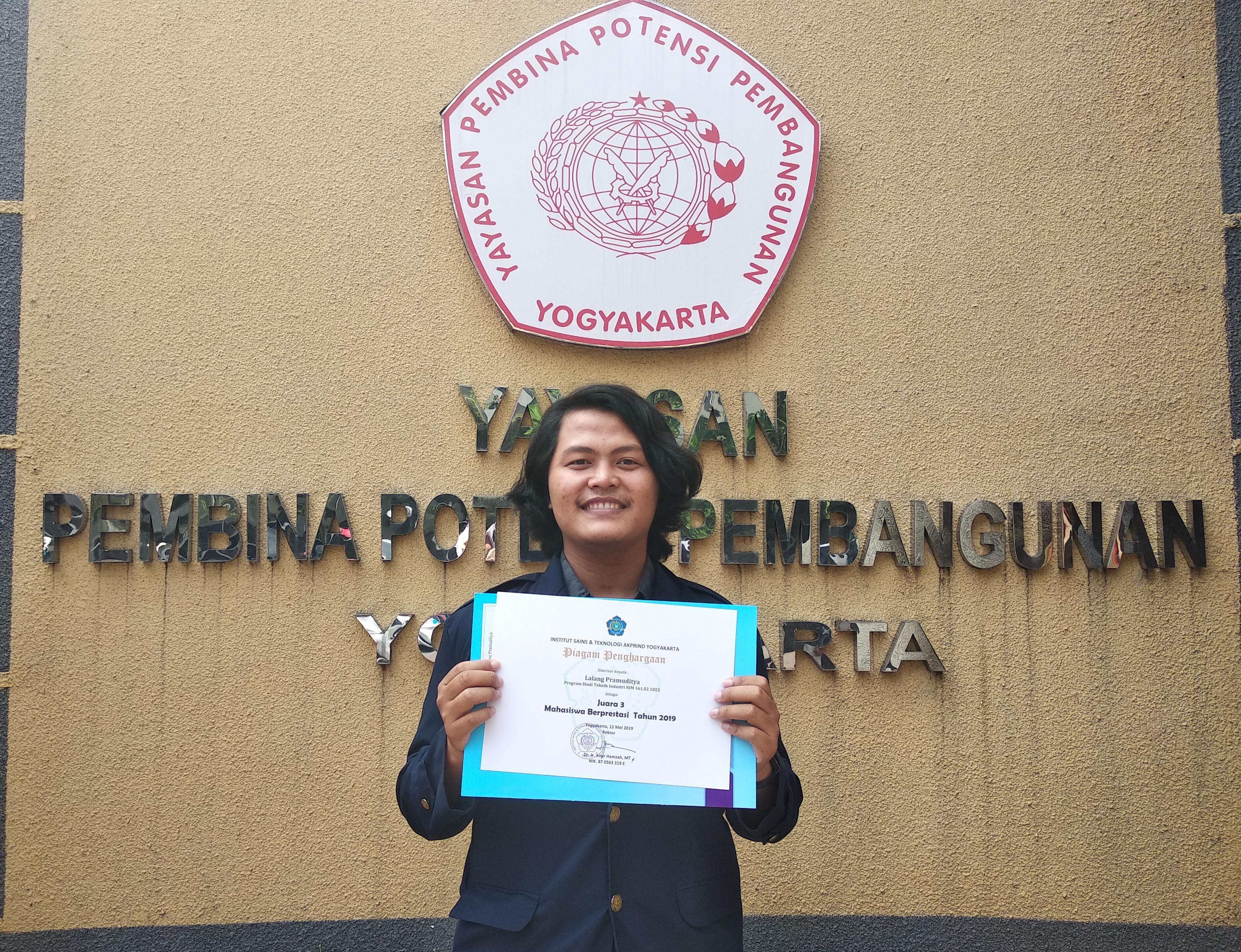 Lalang Pramuditya Raih Juara 3 Mahasiswa Berprestasi 2019