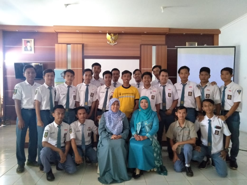 """Seminar Nasional """"Sukseskan dan Raih Kesuksesan di Era Revolusi Industri 4.0"""" di SMK MUHAMMADIYAH MAJENANG"""